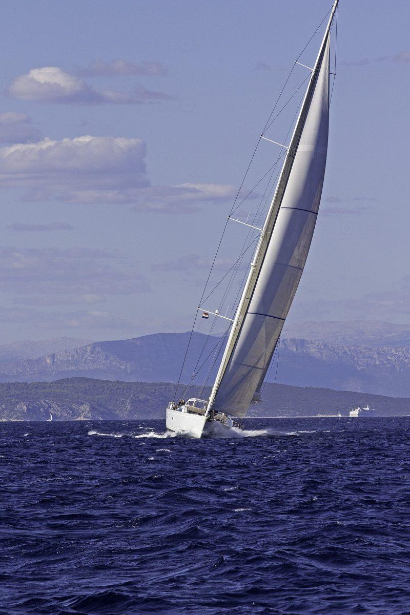 Jedrenje na vodi po talasima